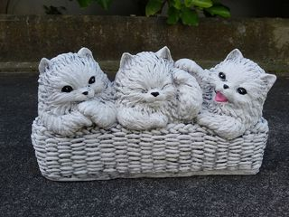 3 cats in a basket $25